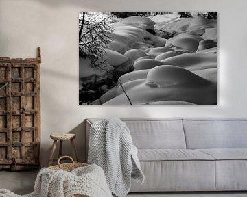 Natuurlijke sneeuwkussens (pillows) langs de Findelbach van Arthur Puls Photography
