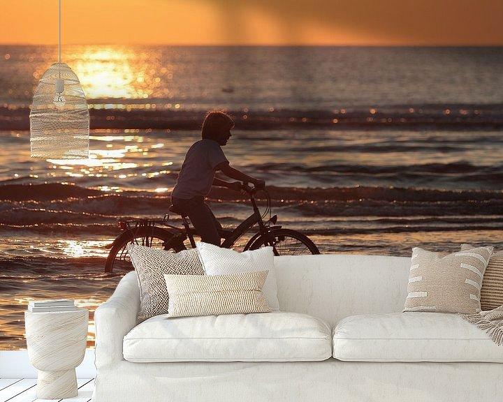 Sfeerimpressie behang: Fietsen in de zee! Hij houdt het niet droog ;) van Ronald Smits