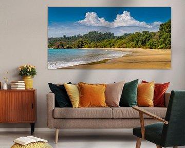 Paradiesstrand mit Sonne, Meer und Sonne. von Remco Piet