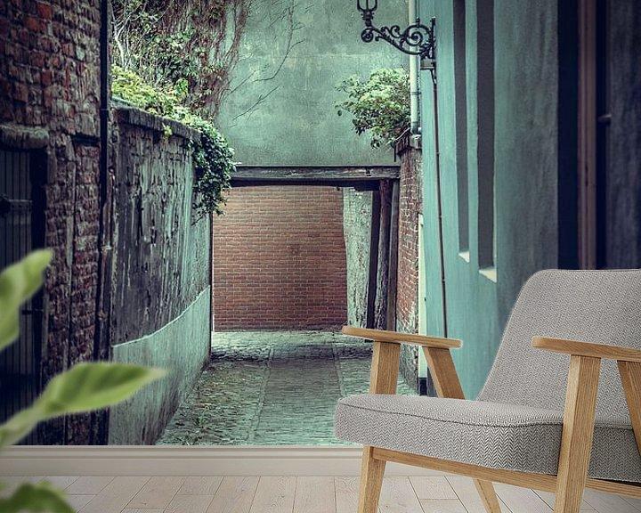 Sfeerimpressie behang: Steegje in het oude centrum van Vlissingen (Zeeland) van Fotografie Jeronimo