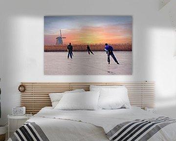 Schaatsen bij de molen in Noord Holland Nederland bij zonsondergang van Nisangha Masselink