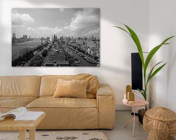 Rotterdamer Skyline-Panorama-Hochhausdruck schwarz-weiß von Miljko Kucevic