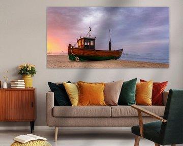Fischerboot am Strand von Ahlbeck von Daniela Beyer