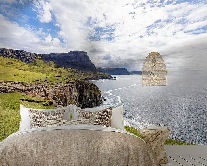 Sfeerimpressie behang: Waterstein Head - vanaf Neist Point, Isle-of-Skye, Schotland van Remco Bosshard