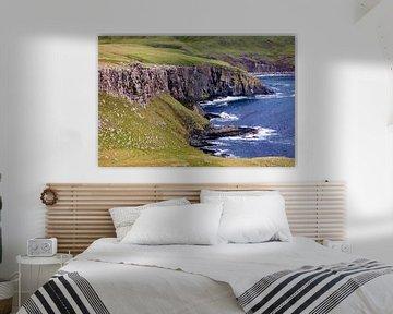 De Atlantische kliffen op Isle-of-Skye Schotland van Remco Bosshard