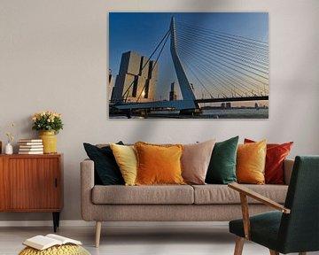 Erasmusbrug Rotterdam vanaf de maaskade von Sebastiaan van Hattum