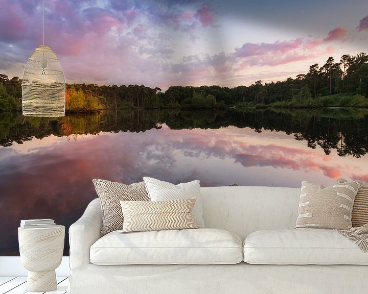 Sfeerimpressie behang: Reflection at sunset van Colorful Compositions