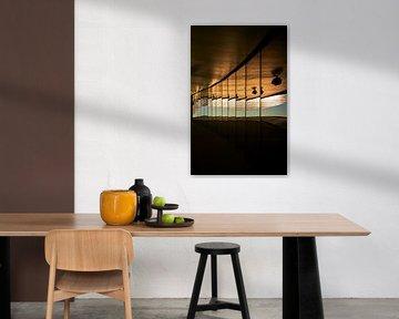 Faszinierende Reflektion in einer langen Fensterfront von Michael Moser