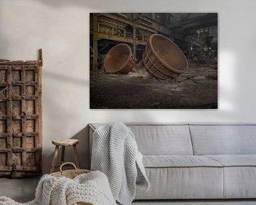 Smeltpotten van een verlaten hoogoven van Jan Plukkel