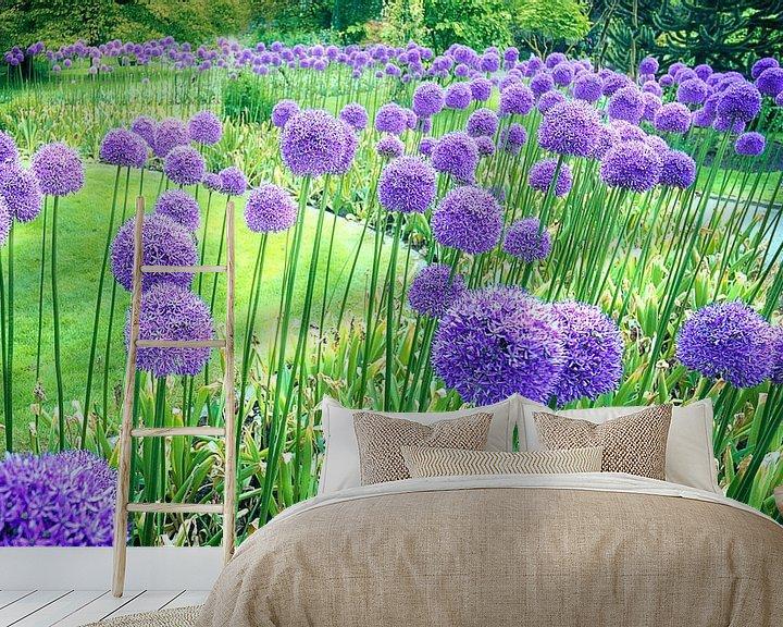 Sfeerimpressie behang: 1086 Purple dance van Adrien Hendrickx