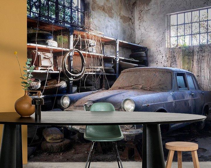 Beispiel fototapete: Verlassenes Auto mit Staub bedeckt. von Roman Robroek