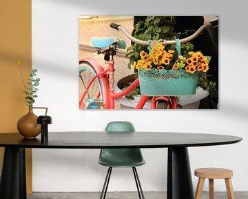 Fahrrad mit Sommerblumen von Bobsphotography