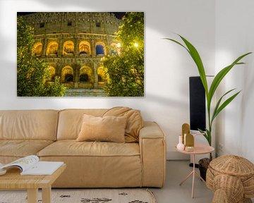Details der Bögen, die das gigantische Colosseum in Rom - Italien bilden von Castro Sanderson
