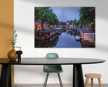 Hausboote in Amsterdam von Tristan Lavender
