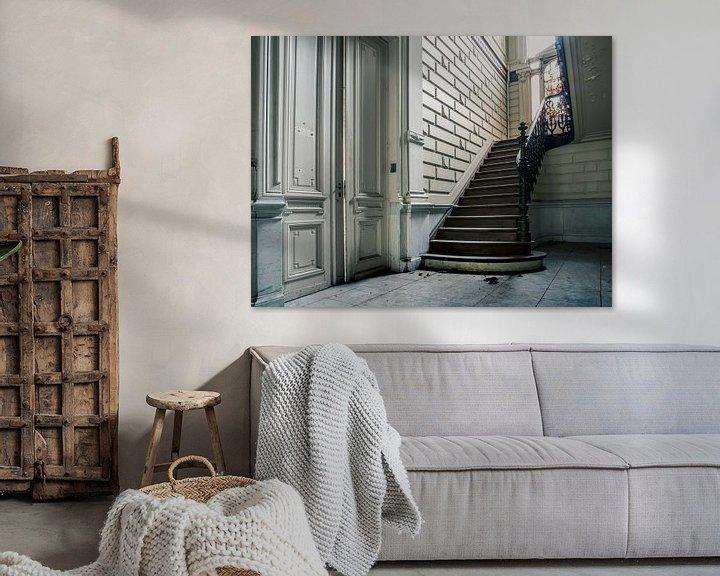 Sfeerimpressie: Trap in Verlaten Villa, België van Art By Dominic
