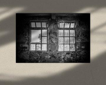 Fenster im alten Fabrikgebäude von Gonnie van de Schans