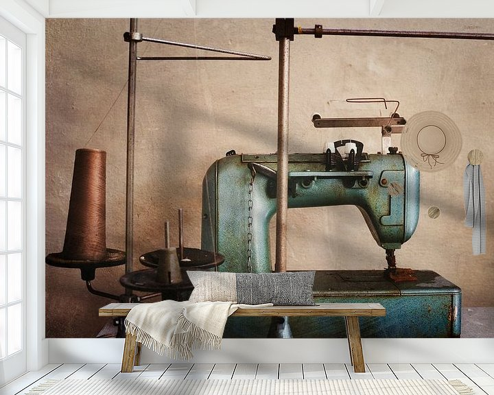 Impression: machine à coudre dans une usine abandonnée sur Kristof Ven