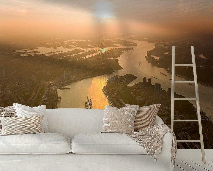 Sfeerimpressie behang: Luchtfoto Zonsondergang boven  Maas en Waalhaven te Rotterdam (zuid) van Anton de Zeeuw