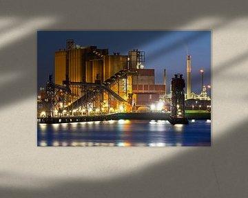 ADM nachtfoto Rotterdamse haven