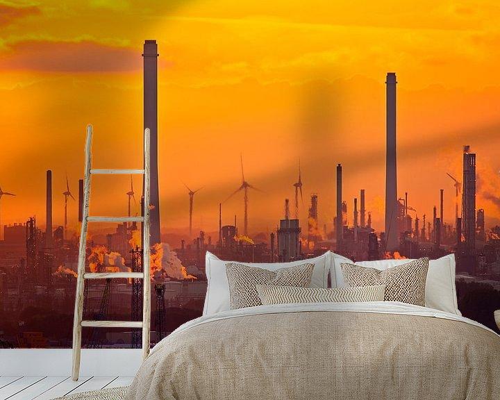 Sfeerimpressie behang: Shell tijdens zonsondergang in de Rotterdamse haven van Anton de Zeeuw