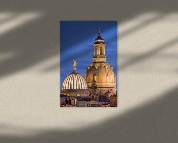 Koepel van de Frauenkirche in Dresden in de avonduren van Werner Dieterich
