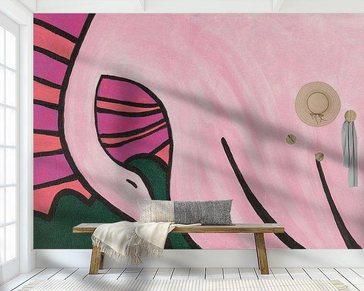 Sfeerimpressie behang: zwaan boven bloemenvelden van Verbeeldt