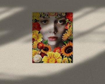 Vrouw van de wereld - Gezicht van een meisje omringd door bloemen