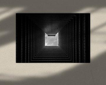 Zwart wit foto in china van een dichtbevolkte flat van Michael Bollen