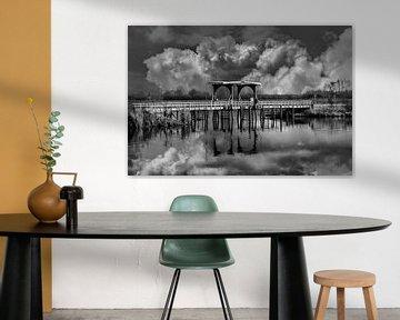 Balck/Weiß, Die Brücke, Thorn, Limburg, Die Niederlande von Maarten Kost