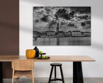 Schwarz-Weiß, Wolken, Licht, Kampen, Niederlande von Maarten Kost
