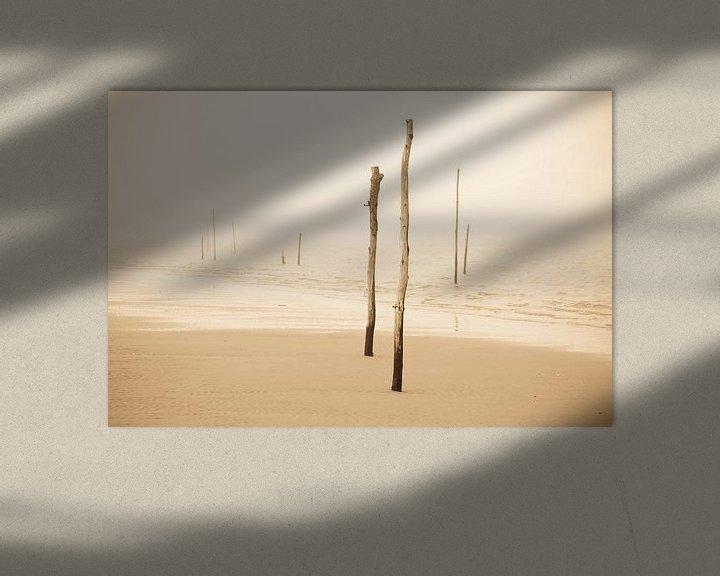 Sfeerimpressie: Strandpalen in de mist van robert wierenga