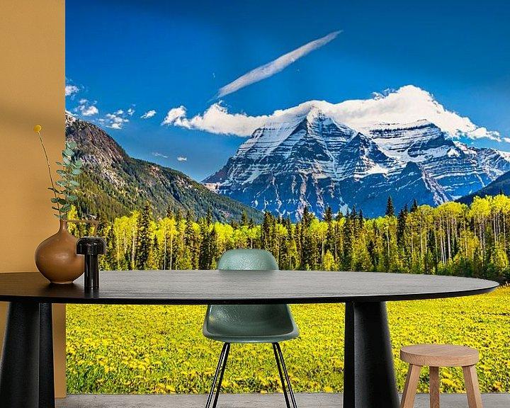 Sfeerimpressie behang: Mount Robson, British Columbia, Canada van Rietje Bulthuis