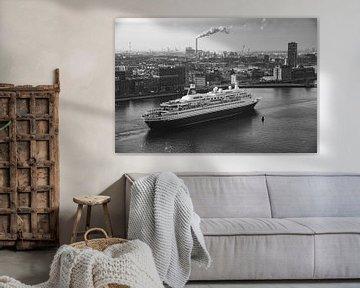 Kreuzfahrtschiff verlasst Amsterdam von Marc Wielaert