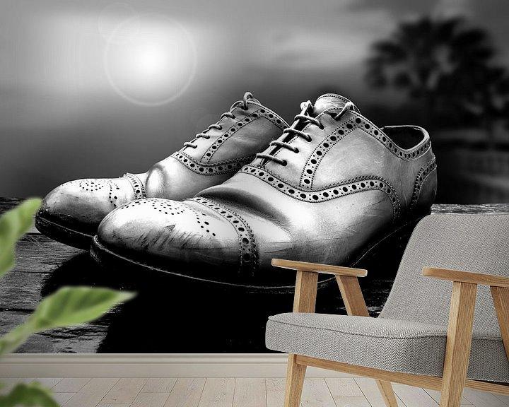Sfeerimpressie behang: Oude schoenen (zwart-wit) van Rob Blok