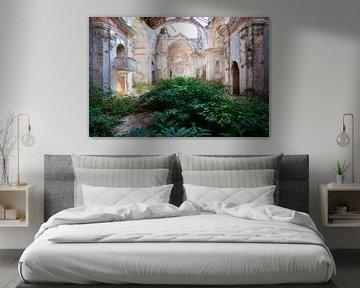 Verlassene Kirche im Zerfall. von Roman Robroek