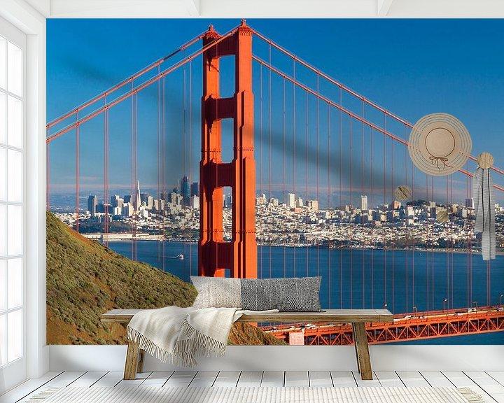 Sfeerimpressie behang: Golden Gate Bridge met de skyline van San Francisco van Jan van Dasler