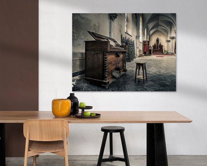 Beispiel: Klavier in verlassener Kirche, Belgien von Art By Dominic