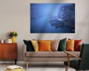 Canal Grande Venetie in de mist van Karel Ham
