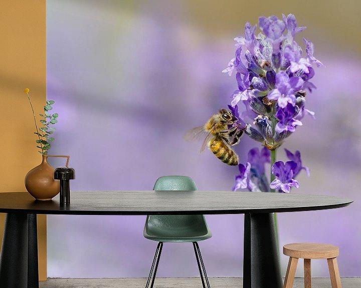 Beispiel fototapete: Lavendel und Biene von Mark Bolijn