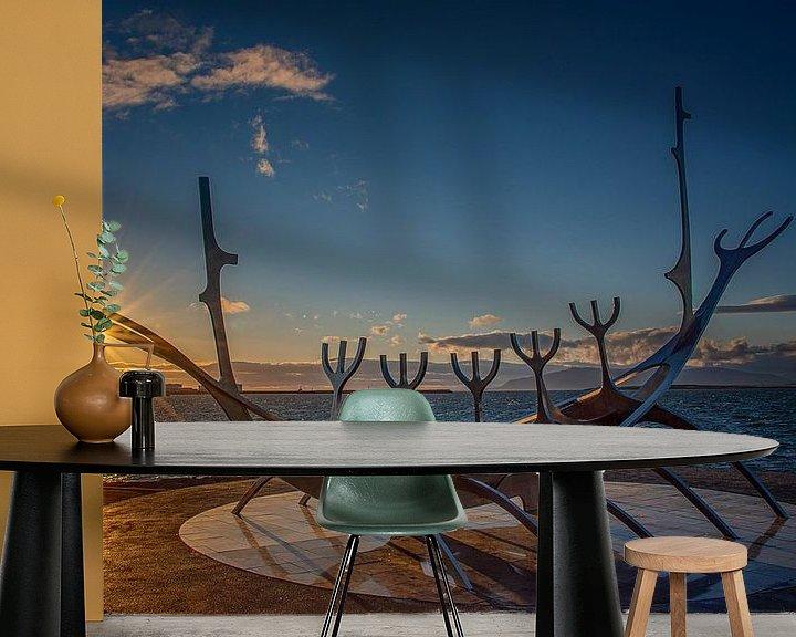 Beispiel fototapete: Island: Goldene Stunde mit Wikingerschiff von Coby Bergsma