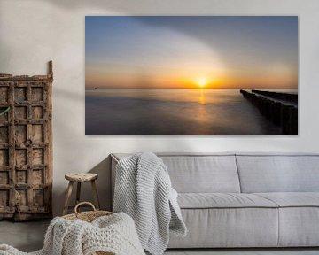 Panoramische zonsondergang op het strand. van Fabrizio Micciche