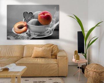 Frische Aprikosen in der nostalgischen Tasse von Tanja Riedel