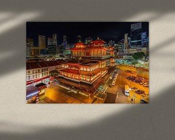 Skyline Singapore en Buddha Tooth Relic Temple - 1 van Tux Photography