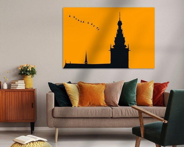 Sfeerimpressie: Nijmegen in avond oranje, met vlucht ganzen van Maerten Prins