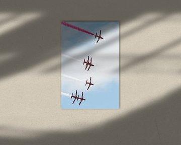 Zes Red Arrows vliegen bocht in formatie sur Wim Stolwerk