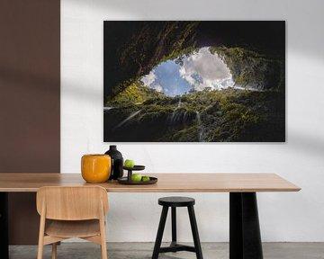 Een waterval op Java van onderen gefotografeerd. von Claudio Duarte