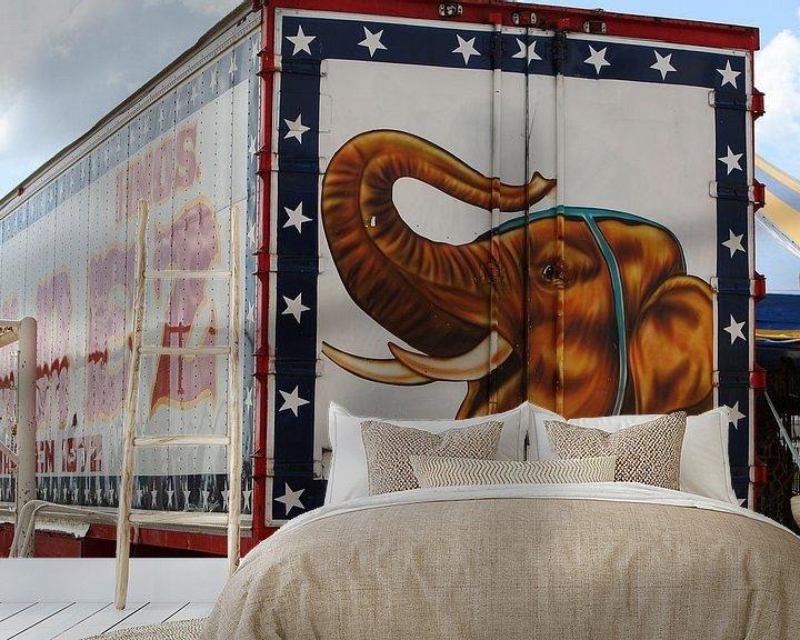 Sfeerimpressie behang: circuswagen olifant jumbo van Frans Versteden