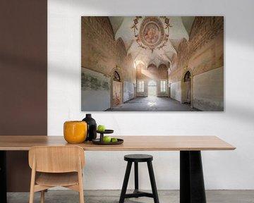 verlaten ruimte met prachtige muurschildering van Kristof Ven