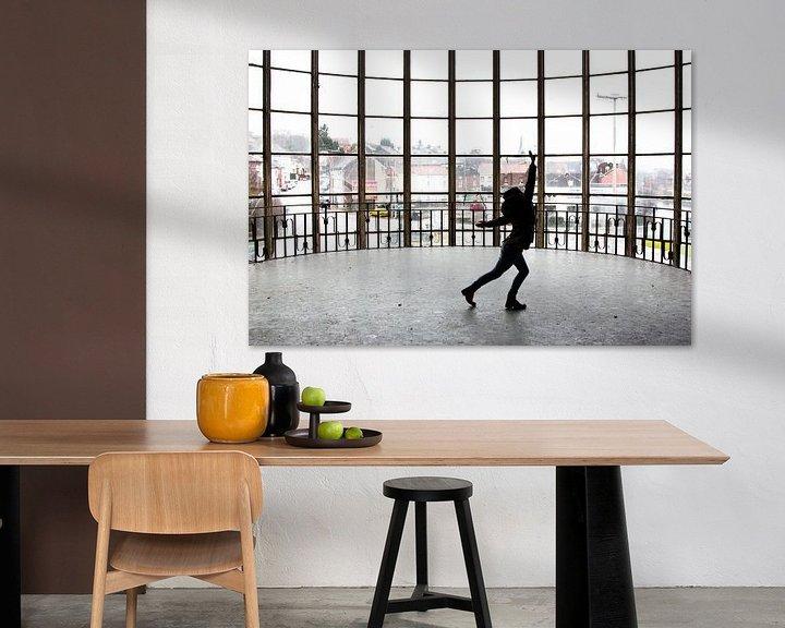 Beispiel: Tanzen im Gebäude Piscine du Mosq von Martijn Mureau