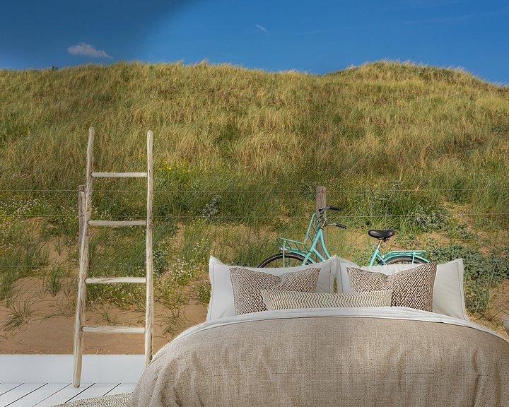 Sfeerimpressie behang: Fiets in de duinen van Patrick Herzberg